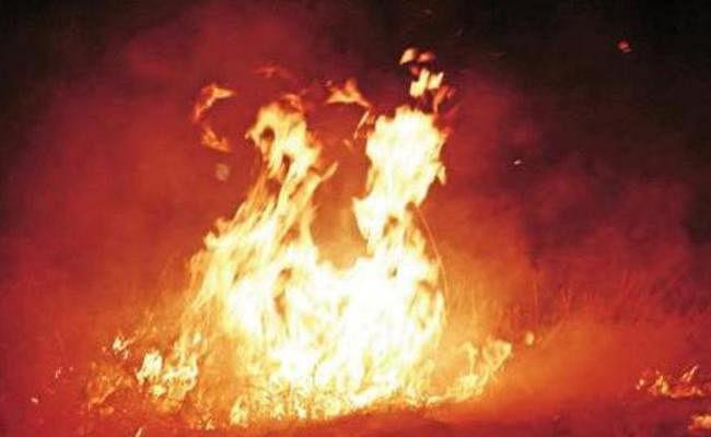 पटाखा गोदाम में अचानक लगी आज, तीन लोगों की जलकर मौत, कई लोग झुलसे