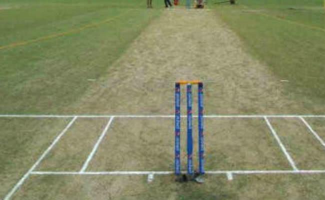 क्रिकेटर की मैदान पर गिरकर मौत