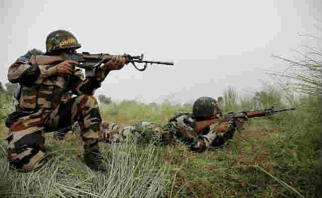 जम्मू कश्मीर के सोपोर में सुरक्षा बलों पर ग्रेनेड हमला, राजौरी में पाकिस्तानी गोलीबारी में एक जवान शहीद