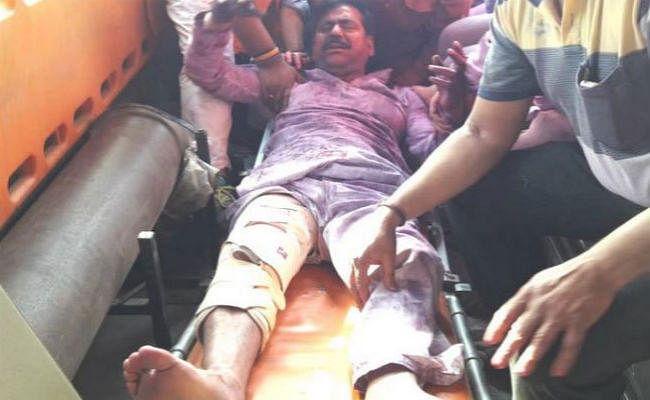 UP के लखीमपुर में होली पार्टी के बीच भाजपा विधायक से गले मिले और मार दी गोली