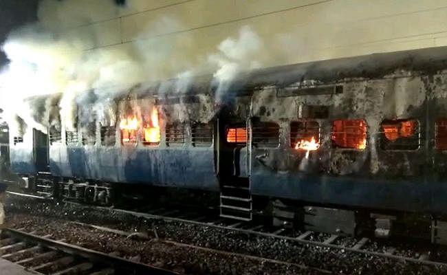 पश्चिम बंगाल : फिर एक ट्रेन में लगी आग