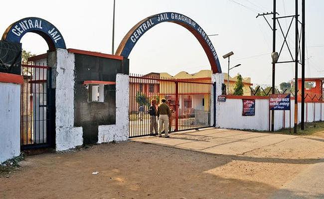 Jamshedpur : घाघीडीह सेंट्रल जेल में गैंगवार, अखिलेश गैंग के शूटर पर नीरज गिरोह ने किया जानलेवा हमला