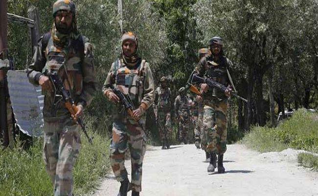 Jammu Kashmir Encounter : 14 साल के आतंकी सहित पांच को सुरक्षाबलों ने मार गिराया, सरेंडर करने के लिए मनाता रहा परिवार लेकिन…