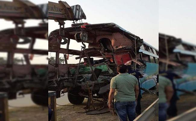 Yamuna Express Way पर बस ने मारी ट्रक को टक्कर, आठ लोगों की मौत