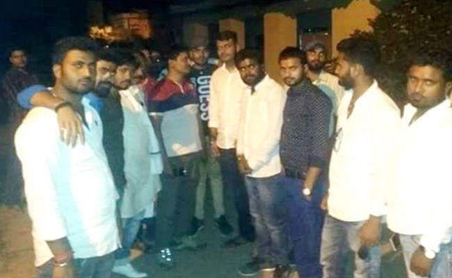 धमकी मामला : तेज प्रताप के समर्थकों का गोह थाने में रात भर हाईवोल्टेज ड्रामा, आरोपित की गिरफ्तारी की मांग