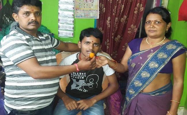 Bihar Board Martic Result : Topper सावन राज बनना चाहते है IAS, 15 घंटे की परिश्रम ने बनाया टॉपर