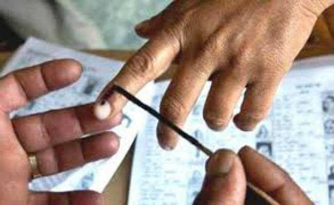 एक दर्जन से अधिक जगहों पर लेट से शुरू हुआ मतदान, कड़ी धूप के कारण परेशान हुए मतदाता