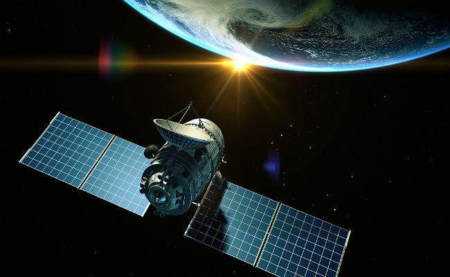 अमेरिकी कंपनी 'स्पेसएक्स' ने पहला वाणिज्यिक प्रक्षेपण किया