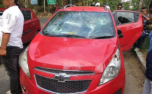 बंगाल : दो साल की शांति के बाद फिर गरमाया पहाड़ का माहौल, विनय गुट के नेता की गाड़ी पर हमला
