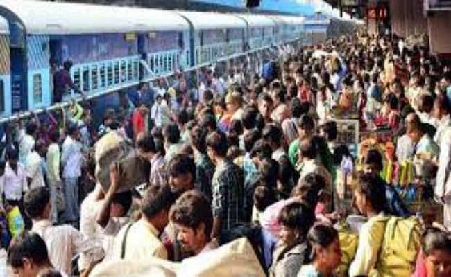लोकसभा चुनाव को लेकर ट्रेनों में भीड़ बढ़ी