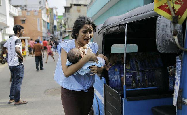 श्रीलंका सिलसिलेवार बम धमाके में एक महिला समेत 9 आत्मघाती हमलावर शामिल थे : पुलिस
