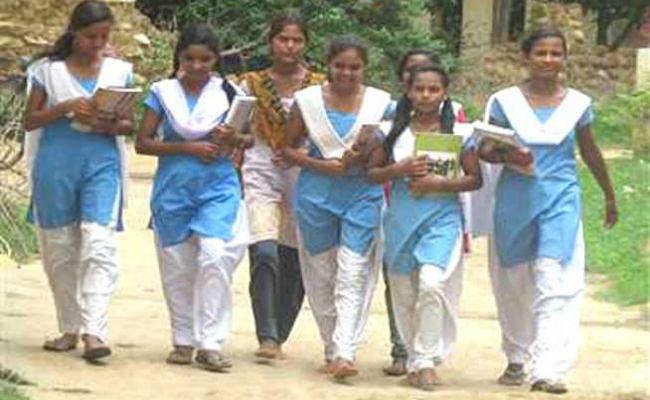 एक लाख से अधिक छात्र-छात्राओं के खातों में भेजे गये 20.69 करोड़ रुपये, शिक्षा विभाग की बैठक में डीइओ ने दी जानकारी