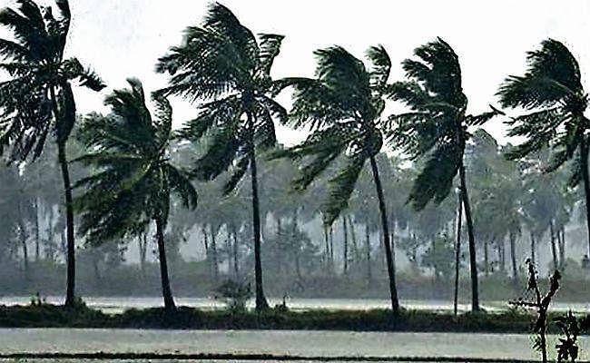 Weather Alert : चक्रवाती तूफान भारत के बेहद नजदीक पहुंचा, इन राज्यों के लिए मौसम विभाग ने जारी किया अलर्ट...
