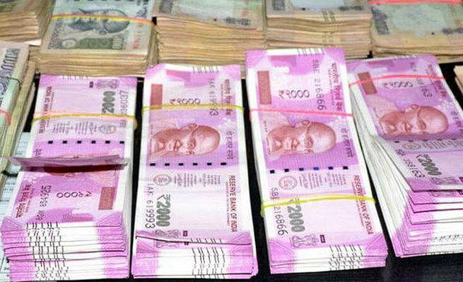 लोकसभा चुनाव में चला चुनाव आयोग का डंडा, अब तक इतने रुपये से अधिक की अवैध शराब, नकदी, आभूषण जब्त