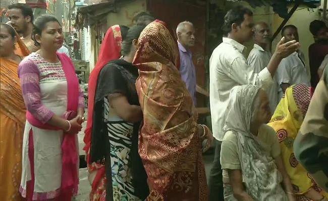 लोकसभा चुनाव WEST BENGAL : छिटपुट हिंसा के बीच बंगाल में 76.06 फीसदी वोटिंग, बनगांव में बमबारी