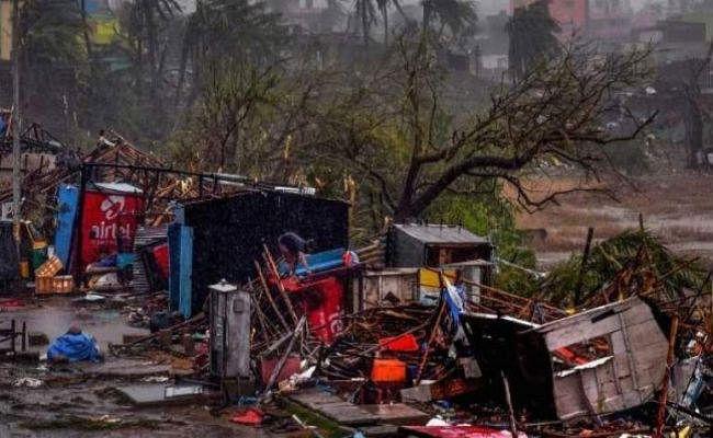 Cyclone Fani : अडाणी समूह की 25 करोड़, ICICI बैंक की 10 करोड़ रुपये सहायता देने की घोषणा