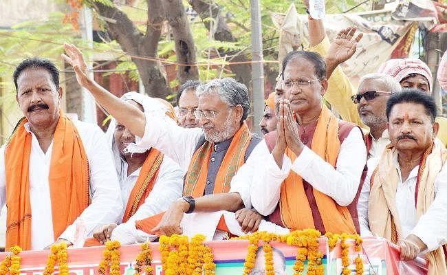 NDA को 40 सीटें मिले तो आश्चर्य नहीं, एक-दूसरे को ही हराने में जुटे महागठबंधन के नेता : मोदी