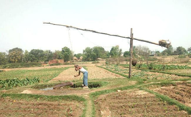 बड़कागांव में आज भी लाठ-कुंडी के सहारे सिंचाई करते हैं किसान