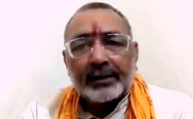 गिरिराज को 'कब्र' वाले बयान के लिए आयोग ने दी चेतावनी