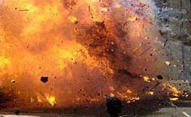 लाहौर के सूफी दरगाह पर हुए आत्मघाती हमले में मरने वालों की संख्या बढ़कर 13 हुई