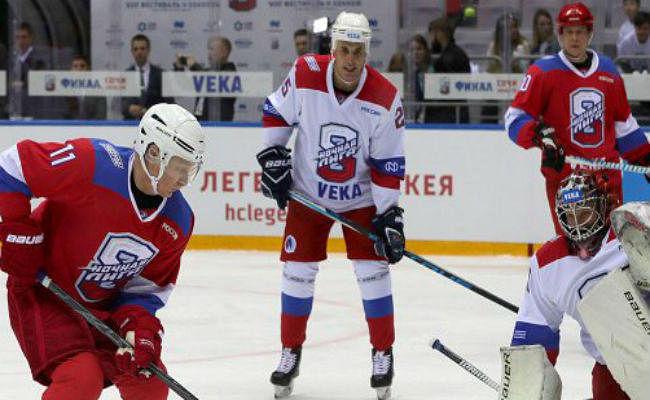 VIDEO : व्लादिमीर पुतिन ने खेला 'सद्भावना हॉकी मैच'', मुंह के बल गिरे