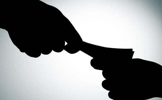 बिहार : 20 हजार रुपये की रिश्वत लेते हुए पुलिस अवर निरीक्षक गिरफ्तार