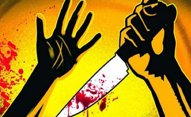 प्रेम प्रस्ताव ठुकराने पर युवती व उसकी मां को मारा चाकू