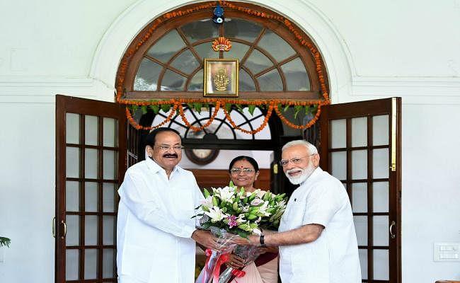 पीएम चुने जाने के एक दिन बाद नरेंद्र मोदी ने उपराष्ट्रपति नायडू से की मुलाकात