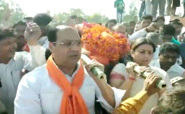 VIDEO : अमेठी में भाजपा नेता की हत्या पर बोलीं स्मृति - हत्यारों को पाताल से ढूंढ निकालेंगे