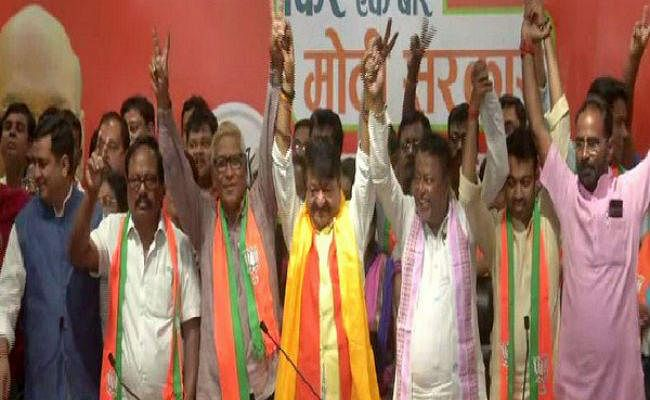 पश्चिम बंगाल : तृणमूल को बड़ा झटका, पार्टी के दो विधायक और 60 पार्षद भाजपा में शामिल