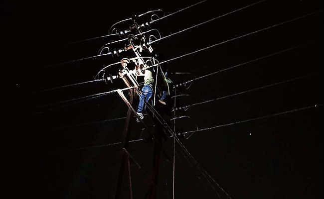 वीआइपी सब स्टेशनों से भी घंटों कट रही बिजली