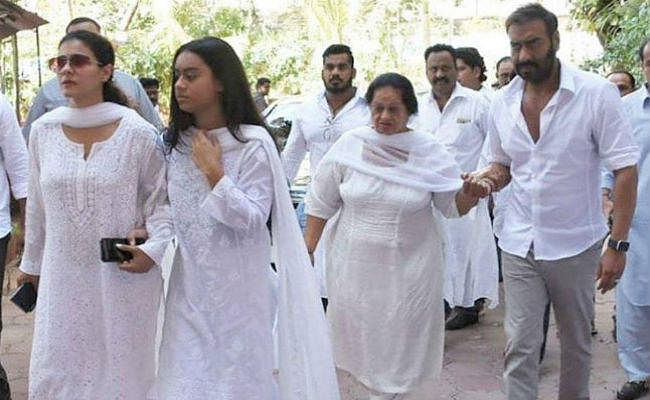प्रेयर मीट: ससुर वीरू देवगन के निधन पर बेहद दुखी दिखीं काजोल, रो पड़ीं न्यासा, अजय देवगन ने संभाला