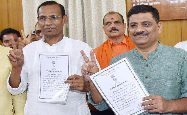 निर्विरोध विधान पार्षद चुने गये बीजेपी के राधामोहन शर्मा और जेडीयू के संजय झा, मिला प्रमाणपत्र