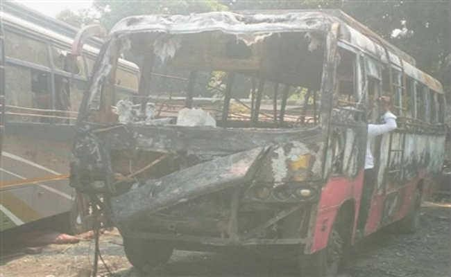 विधाननगर : बागुईहाटी बस स्टैंड में लगी आग, 12 गाड़ियां जलकर खाक