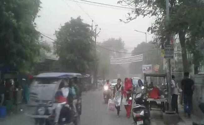 ओडिशा में आंधी-तूफान से आठ लोगों की मौत, बस पलटने से 20 घायल