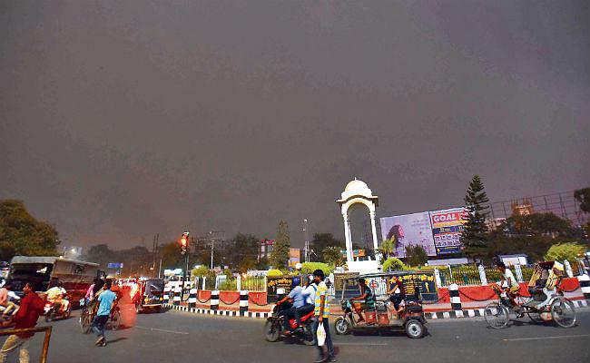पटना : दिन में रही जबरदस्त गर्मी शाम को चली धूल भरी आंधी, दोपहर का उच्चतम तापमान रहा 43 डिग्री