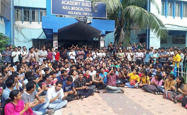 पश्चिम बंगाल : हड़ताली चिकित्सकों ने ठुकरायी सीएम ममता की 'नवान्न वार्ता'