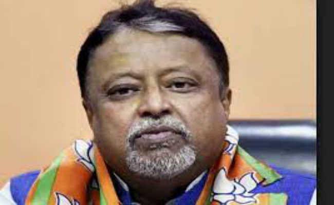 मुख्यमंत्री दें इस्तीफा : मुकुल