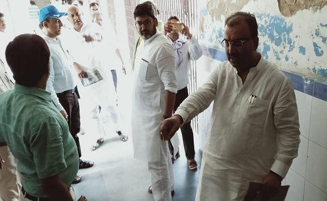 बिहार में लू लगने से 78 लोगों की मौत, औरंगाबाद में स्वास्थ्य मंत्री को दिखाया गया काला झंडा, लाठीचार्ज
