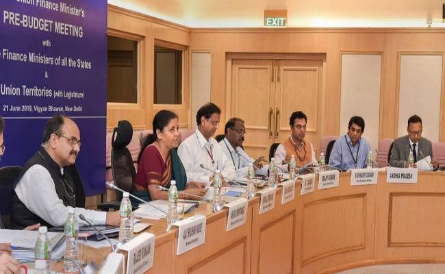 बजट पूर्व बैठक : वित्त मंत्री सीतारमण ने राज्यों से कहा, लक्ष्यों को हासिल करने को केंद्र के साथ मिलकर चलें