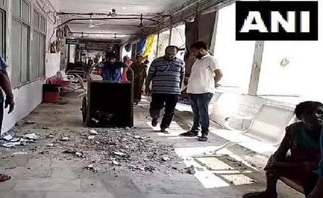 मुजफ्फरपुर : SKMCH के ICU वार्ड के बाहर गिरी छत, AES से पीड़ित दर्जनों बच्चे अस्पताल में हैं भर्ती