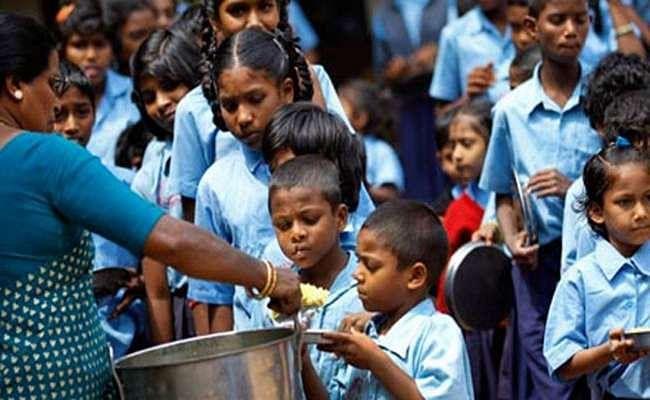 मुस्लिम बहुल स्कूलों में अलग भोजन कक्ष बनाने के निर्देश पर मचा बवाल