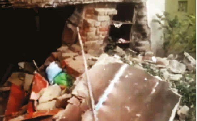 विस्फोट से क्लब घर क्षतिग्रस्त, दहशत में लोग, जांच में जुटी पुलिस