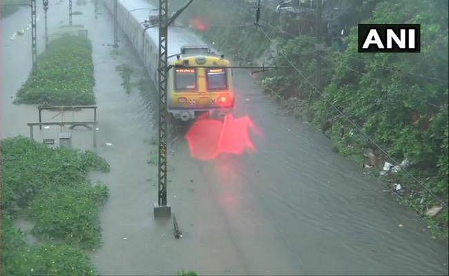 पहली बारिश में ही मुंबई पानी-पानी, जगह-जगह जलभराव, कई लोगों की मौत
