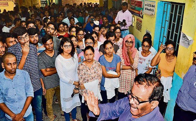 गया : एमबीबीएस छात्रों ने परीक्षा का किया बहिष्कार