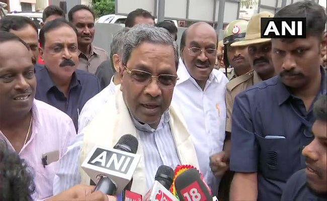 कर्नाटकः संकट में कुमारस्वामी सरकार, इस्तीफा देकर मुंबई पहुंचे कांग्रेस- जेडीएस विधायक, जानें हर अपडेट