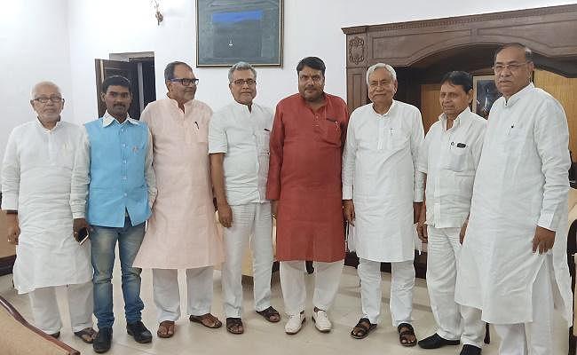 नीतीश कुमार की उपस्थिति में झारखंड के चार नेता जदयू में हुए शामिल