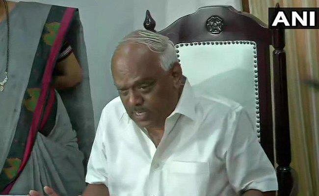 कर्नाटक सरकार के बागी मुंबई में, विस अध्यक्ष ने कहा - नौ विधायकों के इस्तीफे तय प्रारूप में नहीं