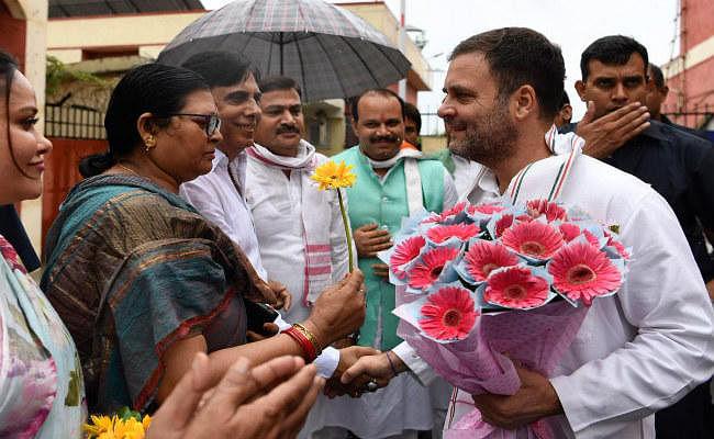 हार के बाद पहली बार अमेठी दौरे पर राहुल गांधी, Twitter  पर फॉलोवर हुए एक करोड़