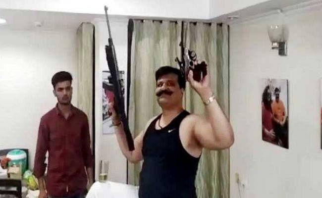 ''तमंचे पे डिस्को'' करने वाले विधायक चैंपियन पर गिरी गाज, भाजपा ने पार्टी से निकाला